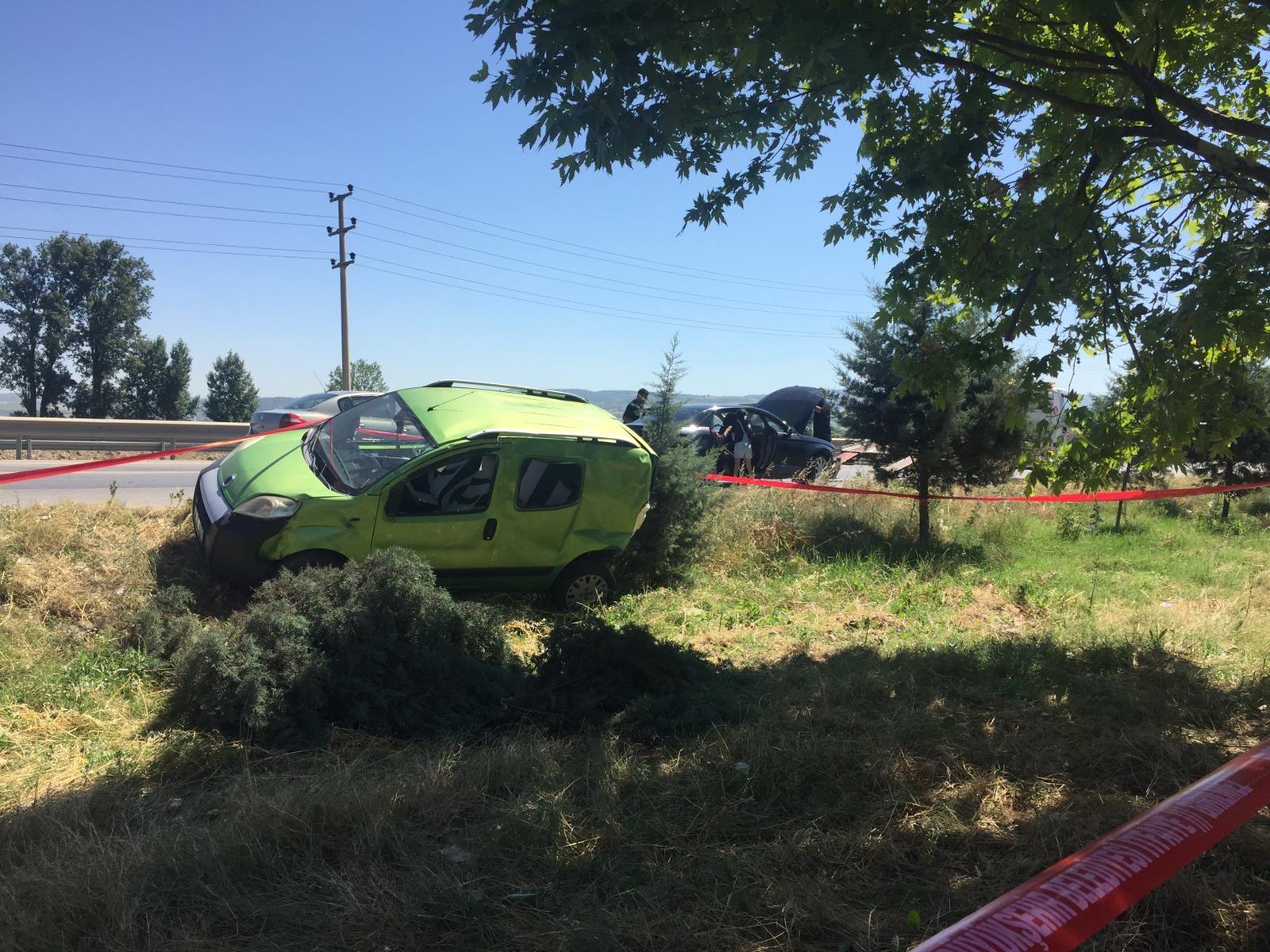 Hafif ticari araç tarlaya uçtu: 1 yaralı